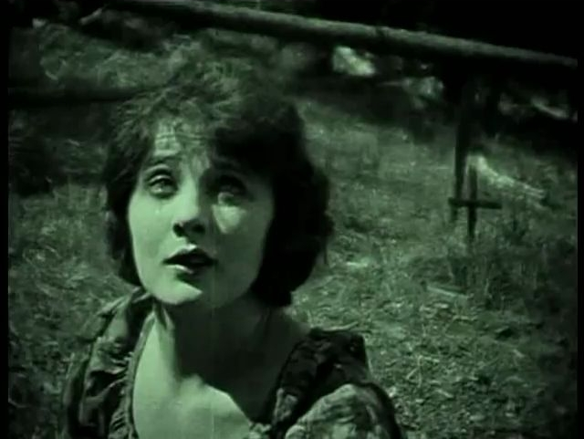 Betty blythe in Nomads of the North (1920)