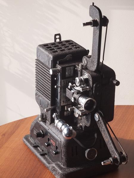 Elmo Yakushin-Go 16mm-8mm Dual Projector 00