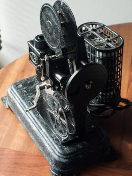 Alef Alescope 9.5mm projector