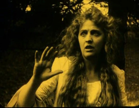 Lilly Jacobson in Hamlet (1921)