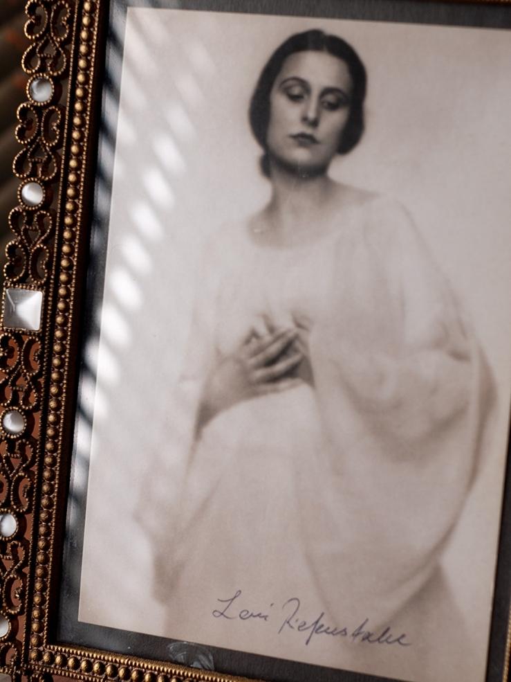 Leni Riefenstahl Autograph/Autogramm/Autographe/Autografo 02