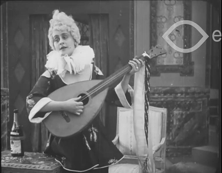Carola Toelle in Das Lied der Colombine (1918)