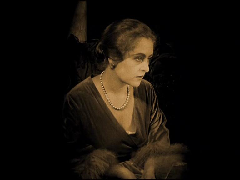 Carola Toelle in Vier um die Frau (1921, Fritz Lang)