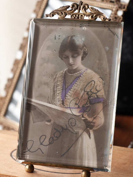 Gladys Cooper 1914 Autographed Postcard