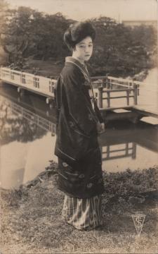 春川 君子 (?)