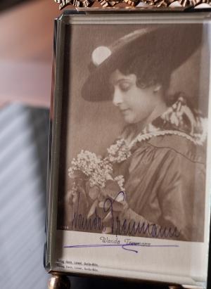 Wanda Treumann Autographed Postcard