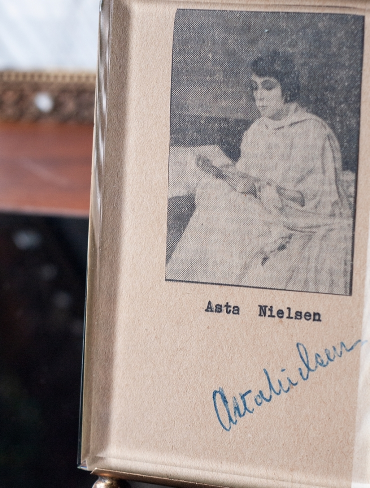 Asta Nieslen Signed Card