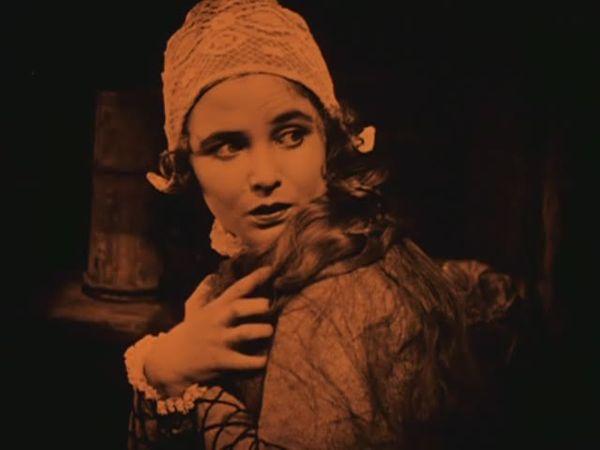 Mary Johnson in Herr Arnes pengar (1919)