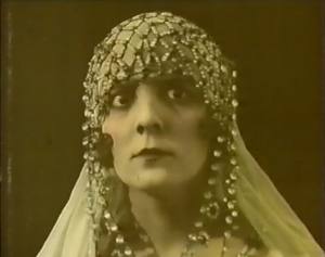 France Dhélia in La Sultane de l'amour (1919)