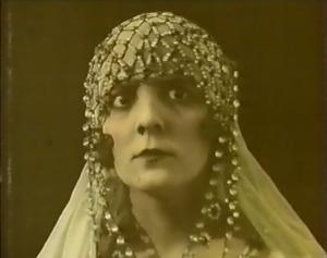 France Dhélia in La Sultane de l'amour (1919)