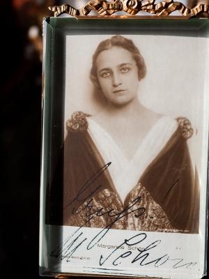 Margarete Schön Autogrphed Postcard
