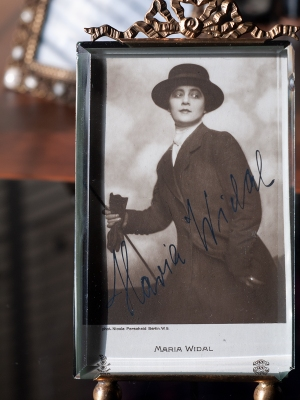 Maria Widal Autographed Postcard