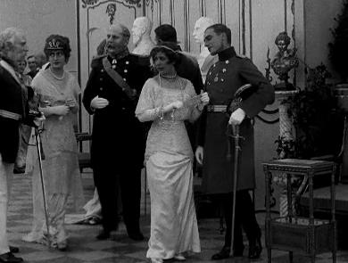 Maria Widal in Ned med våbnene (1915)