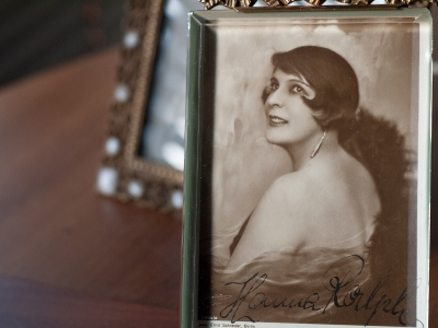 Hanna Ralph Autographed Postcard