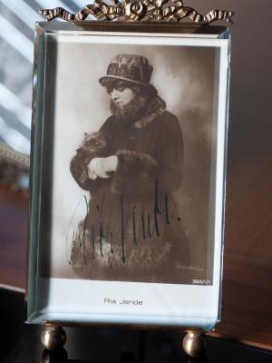 Ria Jende Autographed Postcard