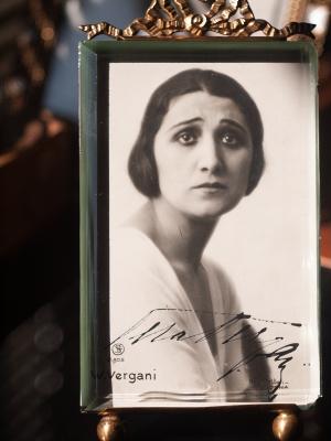 Vera Vergani Autographed Postcard
