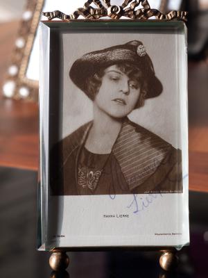 Hanna Lierke Autographed Postcard