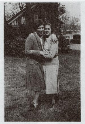 ルネ(左)とエレーヌ(右)の家族写真