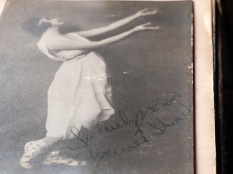 Muriel Stuart 1920 Autographed Postcard