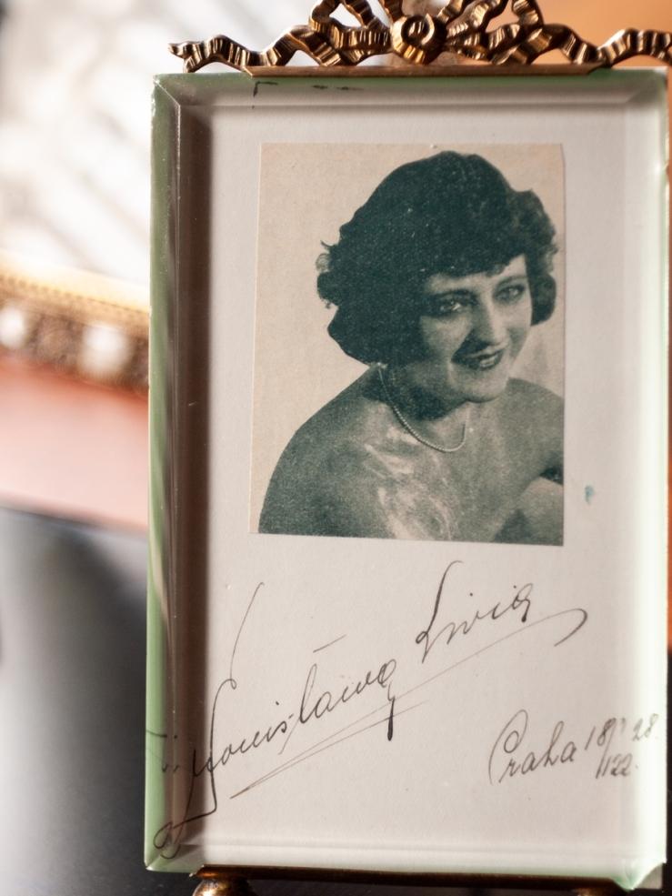 Bronislava Livia 1928 Autographed card