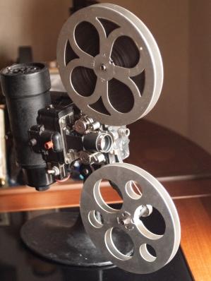 b&h-filmo-projector-01