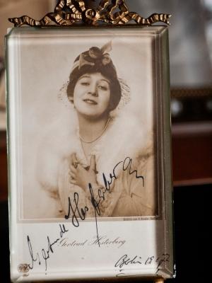 Gertrud (Trude) Hesterberg 1917 Autographed Postcard