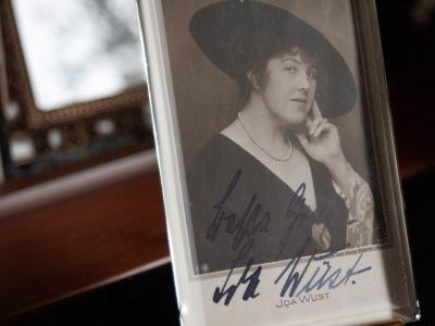 Ida Wüst Autographed Postcard
