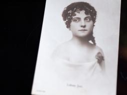 labass-juci-1910s-hungarian-postcard-01