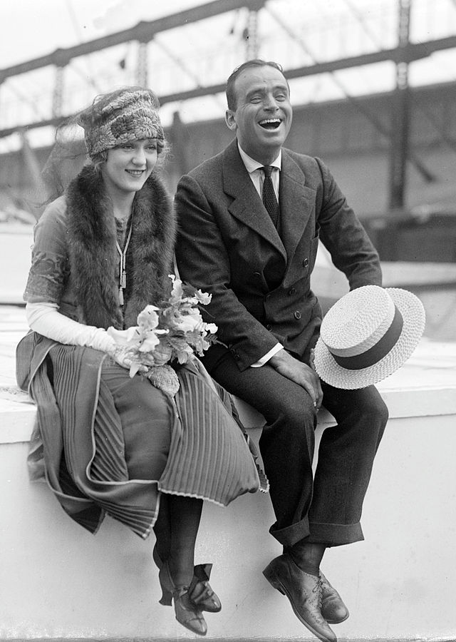 640px-Douglas_Fairbanks_and_Mary_Pickford_02