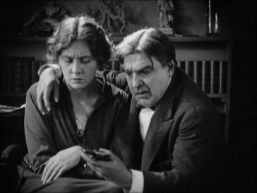 『微笑むブーデ夫人』(1923年、ジェルメーヌ・デュラック)