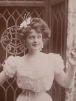billie-burke-1909-autographed-postcard-04