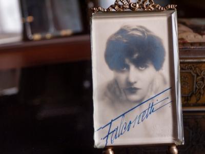 falconetti-1920s-autographed-postcard-02